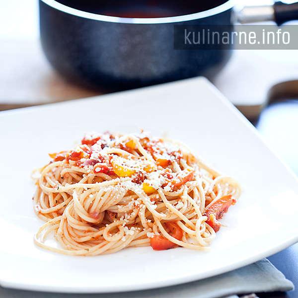 Spaghetti z grillowaną papryką