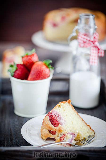 Jogurtowe ciasto z truskawkami