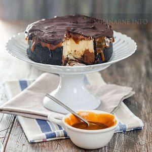 Sernik czekoladowo-karmelowy