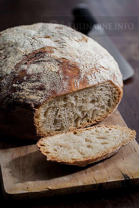 Chleb pszenny z garnka żeliwnego