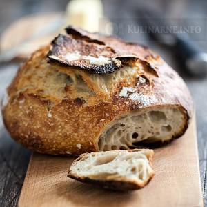 Chleb na zakwasie z garnka żeliwnego