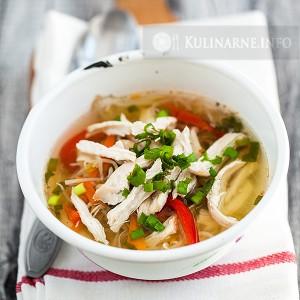 Zupa makaronowa z kurczakiem na ostro