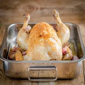 Soczysty kurczak pieczony z czosnkiem