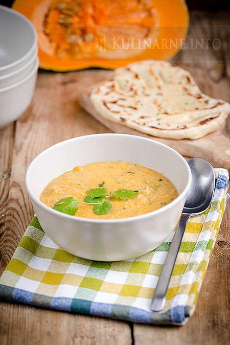 Zupa z dynią i ciecierzycą