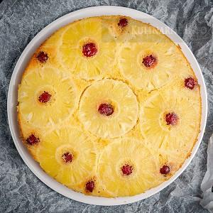 Szybkie odwrócone ciasto ananasowe