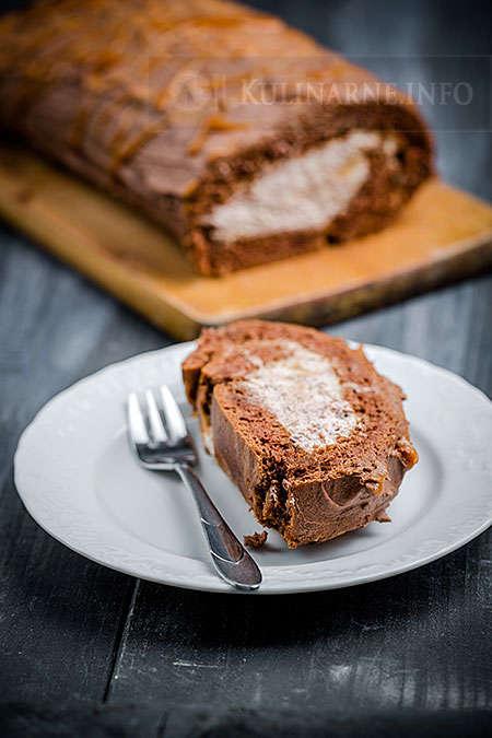 Ciemna rolada z kremem czekoladowym i karmelem