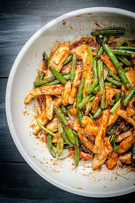 Stir fry z fasolką i kurczakiem