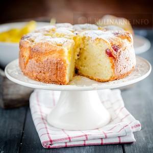 Ciasto jogurtowe z ananasem i wiśniami kandyzowanymi