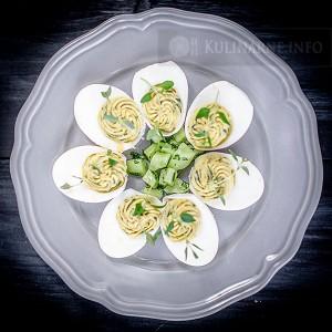 Jajka faszerowane z bazylią na Wielkanoc