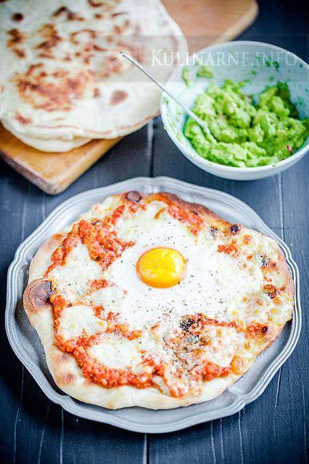 Placek z mięsem mielonym i jajkiem
