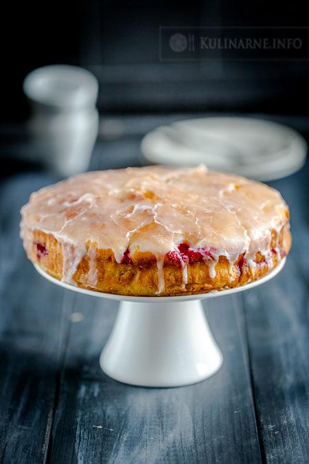 Wilgotne, maślane  ciasto ucierane z malinami