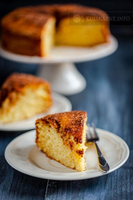 Wilgotne ciasto cynamonowe