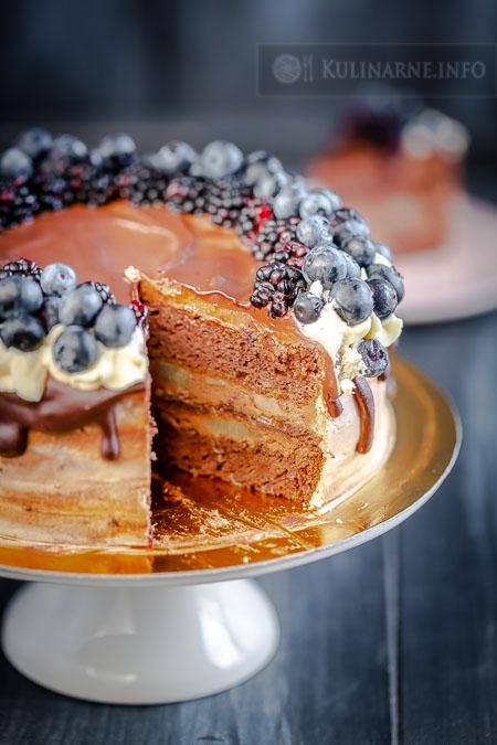 Czekoladowy tort z gruszkami