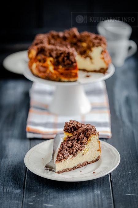 Sernik z białą czekoladą i kakaową kruszonką